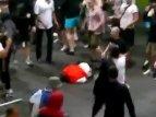 Российские фанаты жестоко избили стюардов (видео)