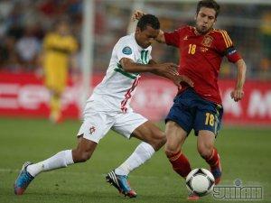 [фото] Испания со счастливой ноги Фабрегаса вышла в финал Евро-2012