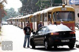 У Києві два Mistubishi Lancer заблокували з десяток трамваїв
