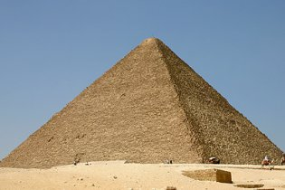 Днепропетровец застрял на внедорожнике на пирамиде