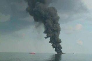 В районі аварії на буровій платформі з'явилася нафтова пляма