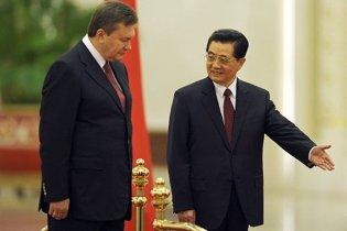 Янукович объяснил китайцам, что Украина шире павильона