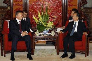 """Китайские СМИ назвали визит Януковича """"историческим и эпохальным"""""""