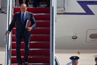 Самолет Берлускони совершил аварийную посадку