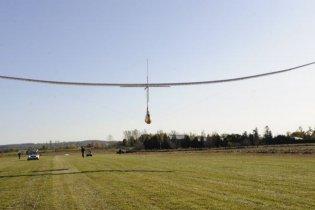 Канадці створили літак, який в польоті махає крилами (відео)