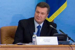 Янукович: Украина будет помнить героев, выбивших гитлеровцев из Киева