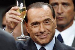 Берлускони заявил, что никогда не флиртовал с коммунистками