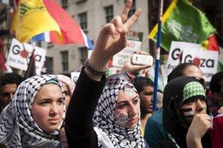 """В Палестине толпа разгромила офис канала """"Аль-Джазира"""""""