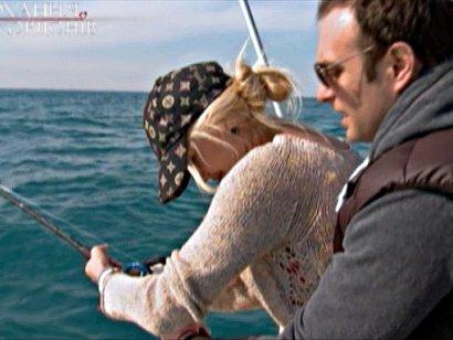 Марк ліпив з дівчатами вареники, Ігор вчив ловити рибу, а Василь витрачати гроші ч.1