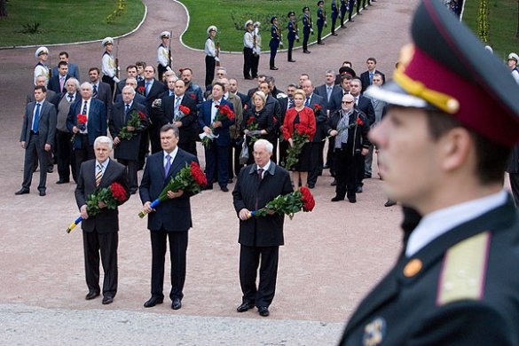 Янукович, Литвин, Азаров у Бабиному Яру_1