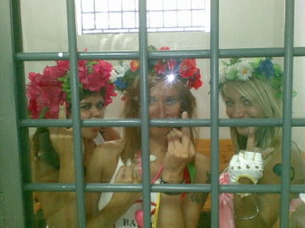 Жіночий рух FEMEN на день незалежності_5