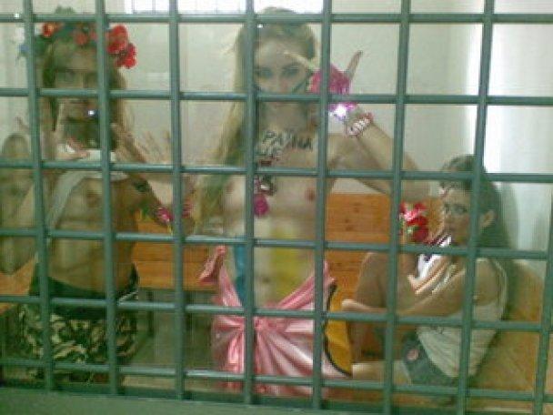 Жіночий рух FEMEN на день незалежності_6