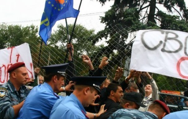 Акція під посольством Росії