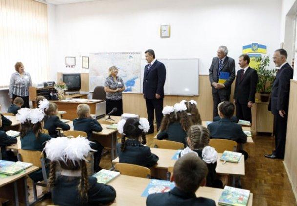 Віктор Янукович у школі 1 вересня_5