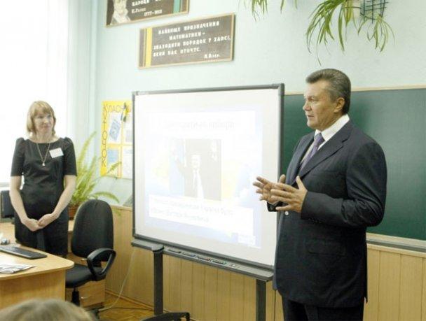 Віктор Янукович у школі 1 вересня_8