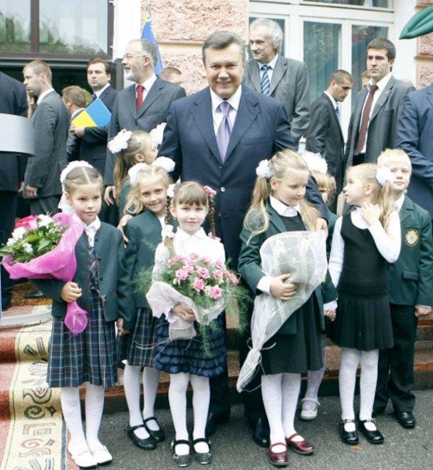 Віктор Янукович у школі 1 вересня_9