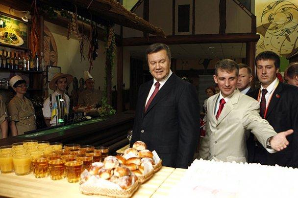 Янукович завершив державний візит до Китаю_7