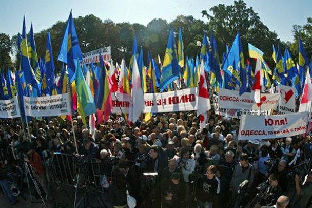 Оппозиция собрала возле ВР многотысячный митинг