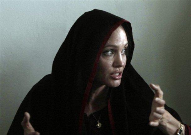 Анджеліна Джолі відвідала зруйнований повінню Пакистан