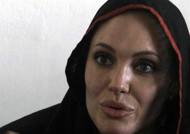 Анджеліна Джолі в Пакистані_4