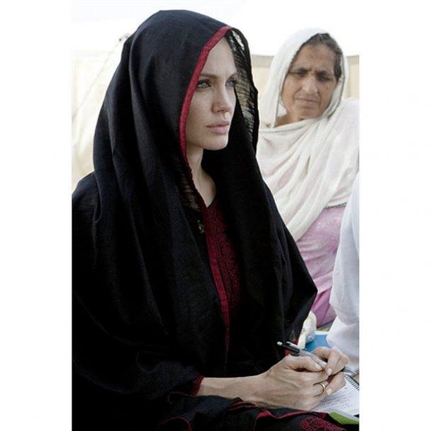 Анджеліна Джолі у Пакистані_9