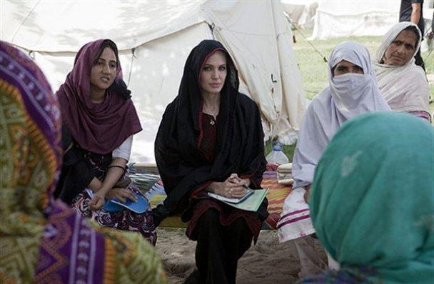 Анджеліна Джолі у Пакистані_10