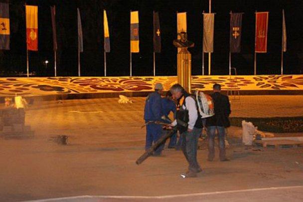 Приготування до приїзду Януковича в Бучу