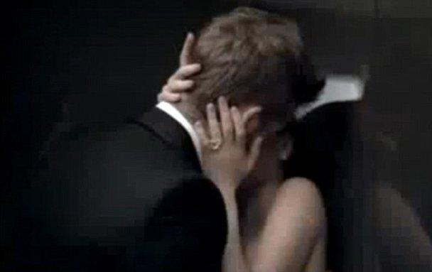 Чета Бекхэмов отдалась страсти в лифте (видео)