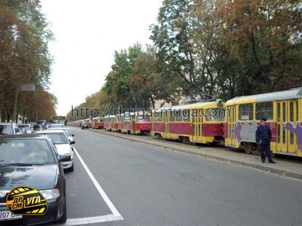 ДТП: у Києві зіткнулися автобус і трамвай_2