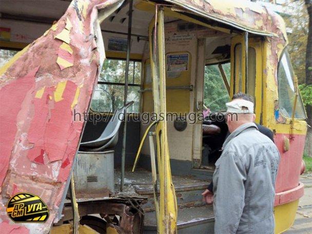 ДТП: у Києві зіткнулися автобус і трамвай_3