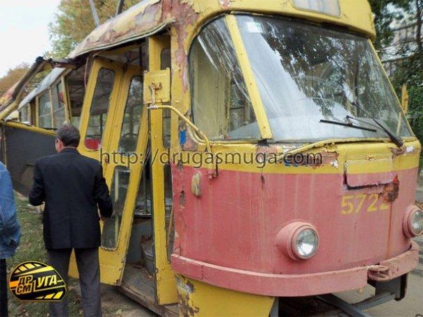 ДТП: у Києві зіткнулися автобус і трамвай_4