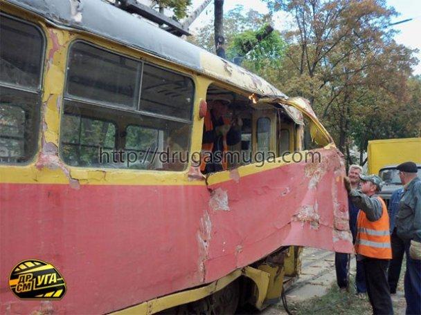 ДТП: у Києві зіткнулися автобус і трамвай_6