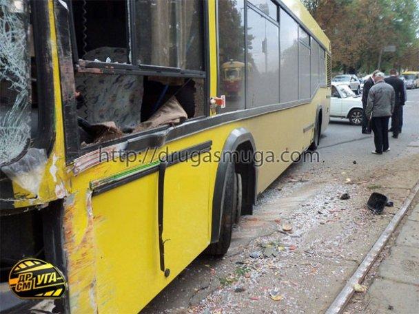 ДТП: у Києві зіткнулися автобус і трамвай_18