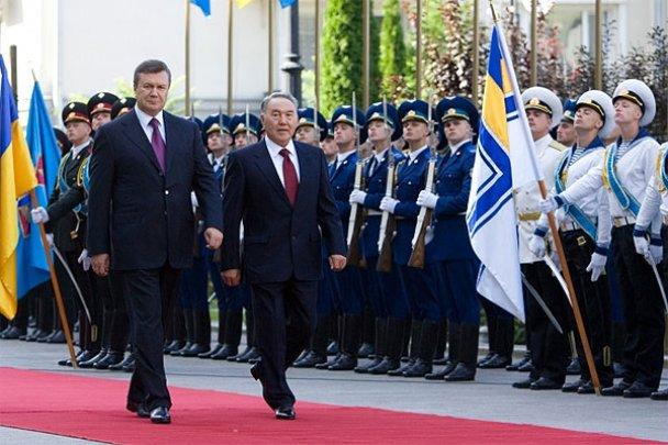 Янукович с Назарбаевым захотел в космос