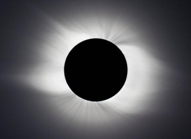Ентоні Айомамітіс - зображення сонячного затемнення