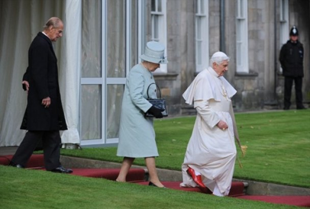 Папа Римский встретился с королевой Елизаветой II