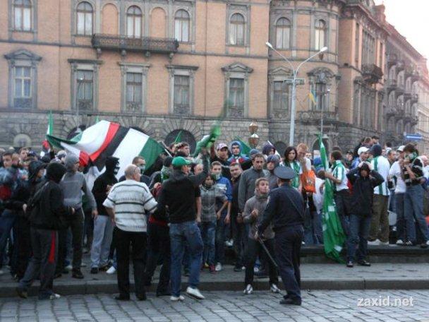 Сутичка між фанатами Карпат і Боруссії_1