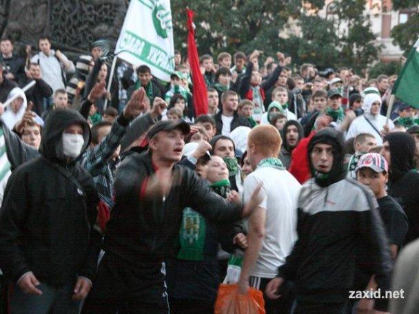 Сутичка між фанатами Карпат і Боруссії_4