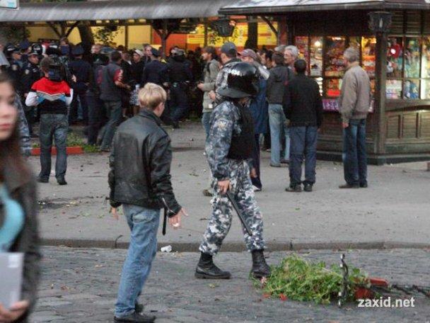Сутичка між фанатами Карпат і Боруссії_6