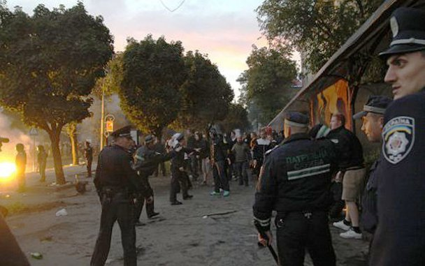 Сутичка між фанатами Карпат і Боруссії у Львові_10