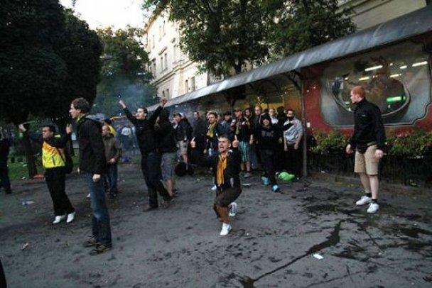 Сутичка між фанатами Карпат і Боруссії у Львові_11