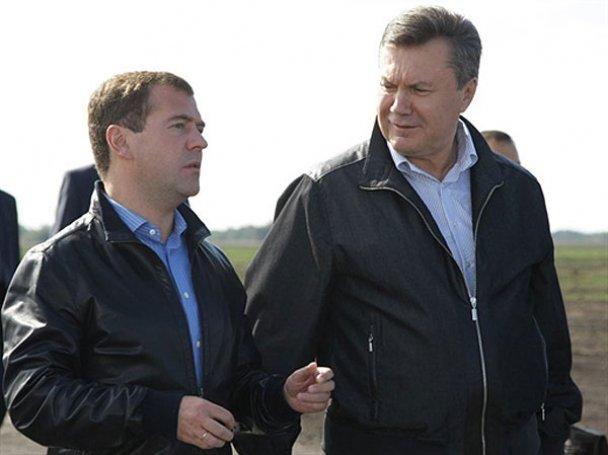 Янукович і Мєдвєдєв у Міжнародному автопробігу. AFP_4