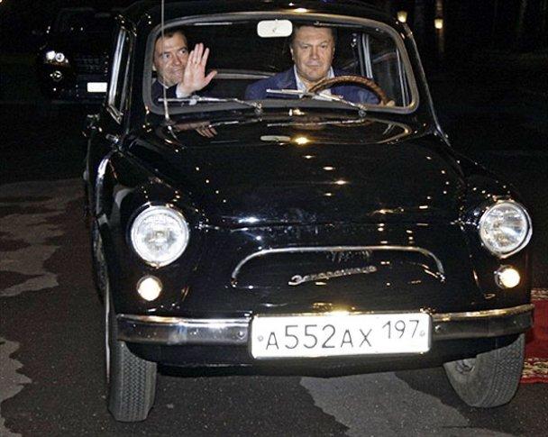 Янукович і Мєдвєдєв у Міжнародному автопробігу. AFP_6