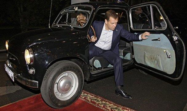 Янукович і Мєдвєдєв у Міжнародному автопробігу. AFP_7