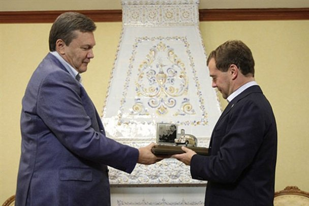 Янукович і Мєдвєдєв у Міжнародному автопробігу. AFP_8