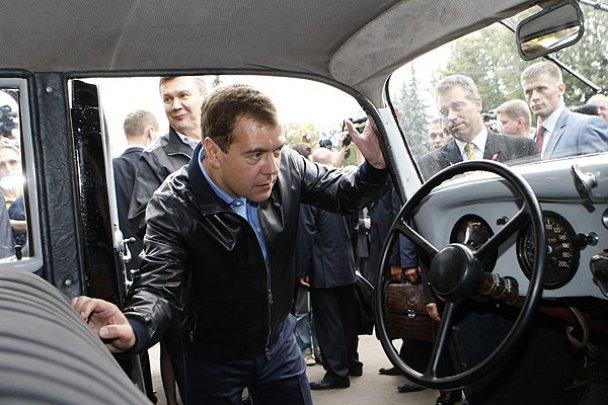 Янукович і Мєдвєдєв у Міжнародному автопробігу_15
