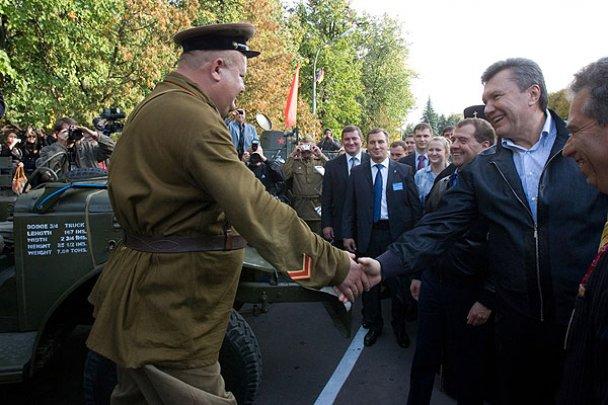 Янукович і Мєдвєдєв у Міжнародному автопробігу_17