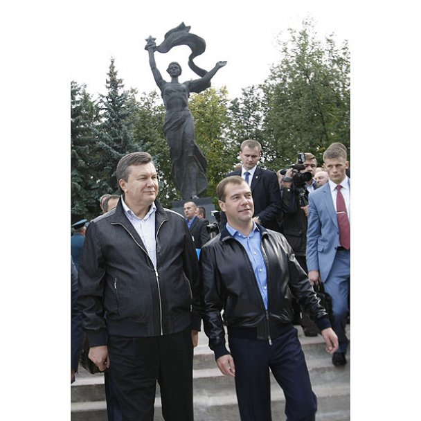 Янукович і Мєдвєдєв у Міжнародному автопробігу_18