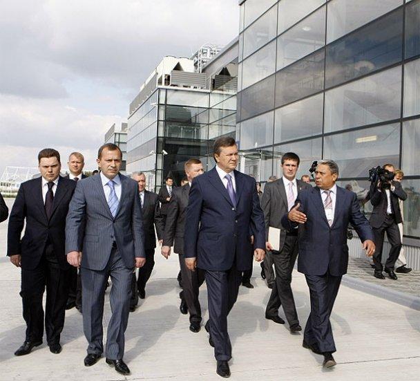 """Янукович відкрив новий термінал у """"Борисполі""""_1"""