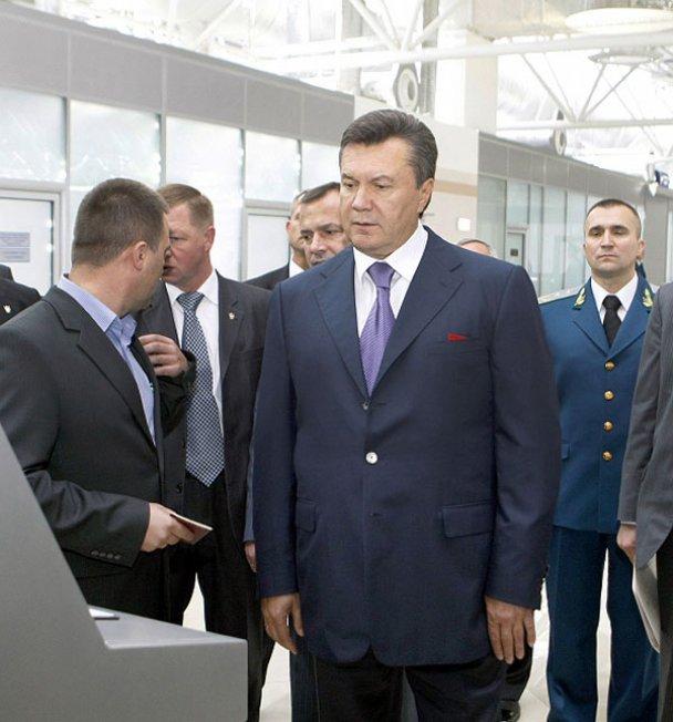 """Янукович відкрив новий термінал у """"Борисполі""""_2"""